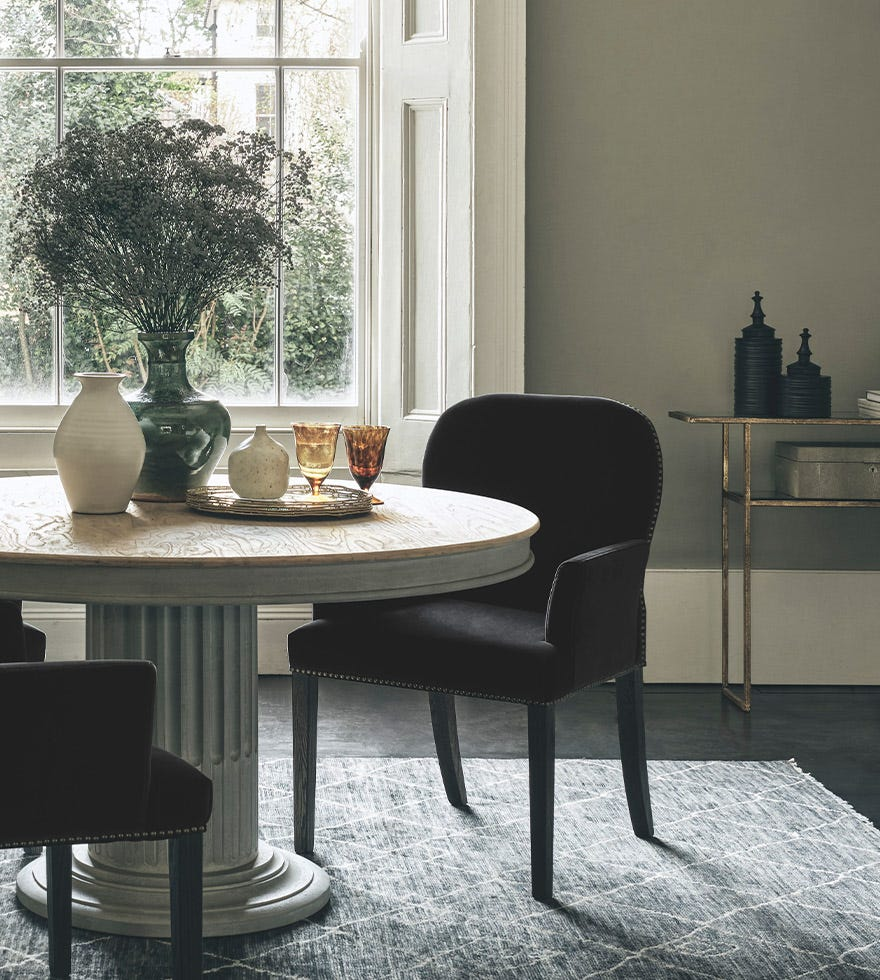 Choosing the best dining table shape for your room