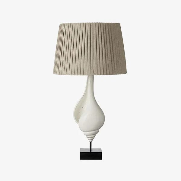 Drum shade on table lamp